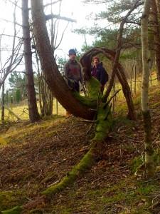 Ingvar og Arthur i kvar sin skulptur